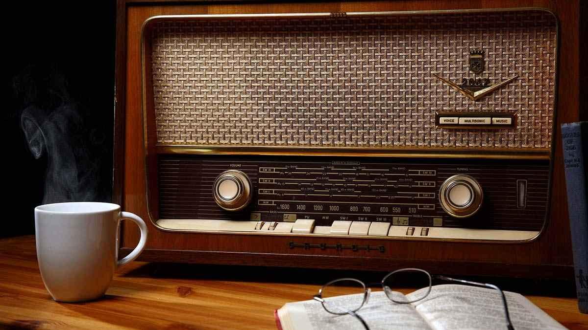 رادیو قدیمی نوستالژی
